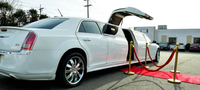12 Passenger Chrysler Limousine With Jet Door (1)