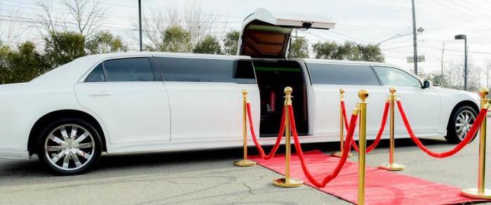 12 Passenger Chrysler Limousine With Jet Door (2)