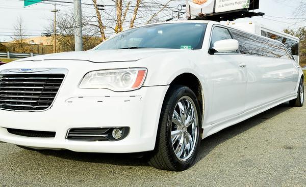 12 Passenger Chrysler Limousine With Jet Door (5)