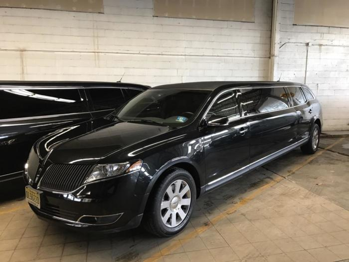 LINCOLN MKT LIMO 10 PASS Black 4